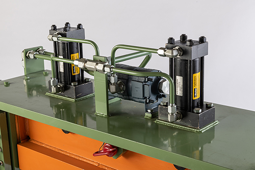 Hydraulic flow control on the Guild Crop Shear ensures consistent pressure throughout the shearing cycle.